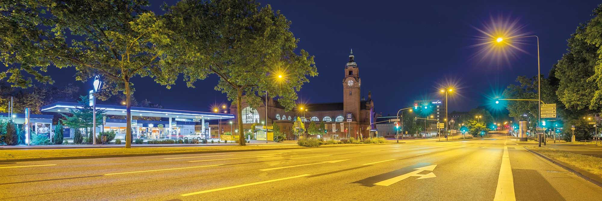 05-Hauptbahnhof-Wiesbaden-um-5vor4