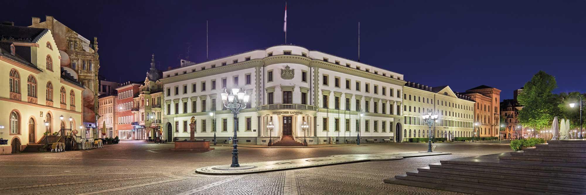 10-Wiesbaden-Landtag-um-5-vor-4